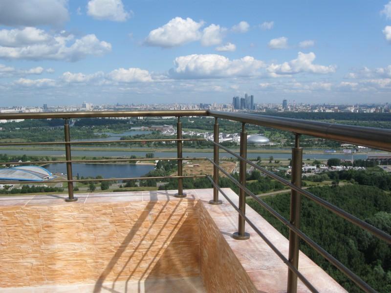 Балкон с нержавеющим ограждением