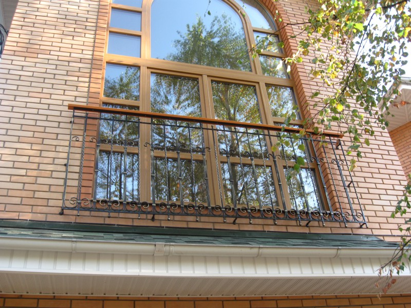 Балкон с ограждением