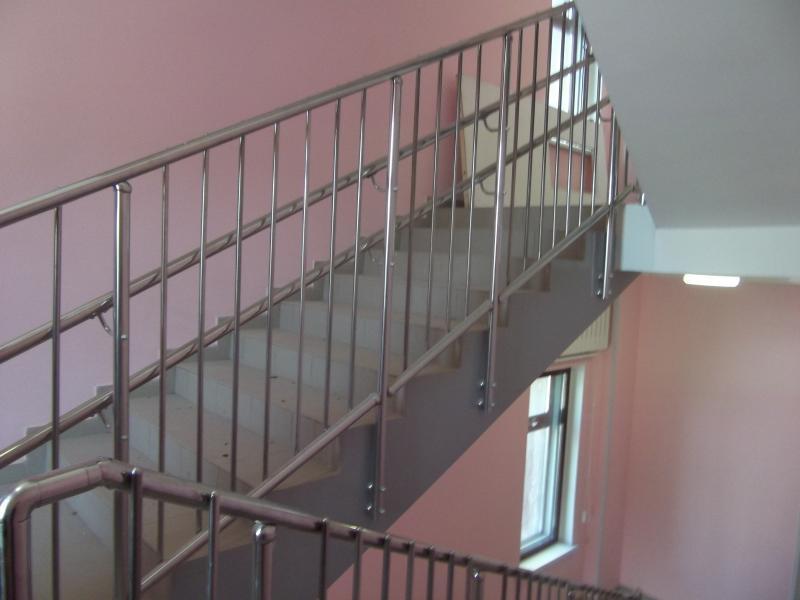 Лестничные ограждения и перила из нержавеющей стали для школ и детских садов