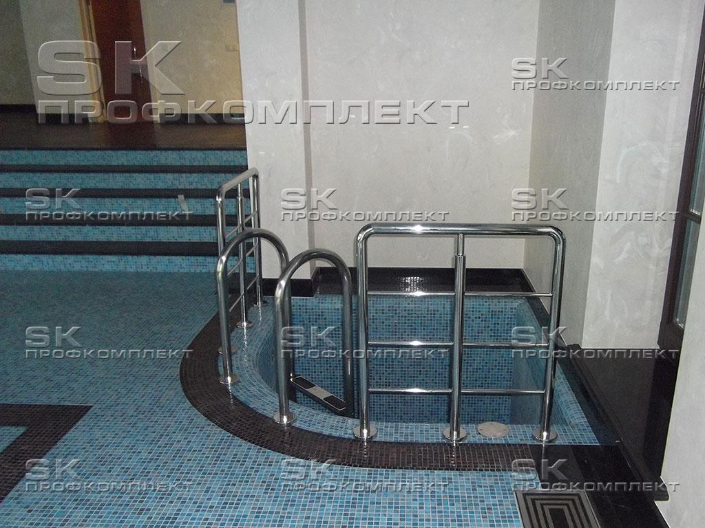 Лестница из нержавейки в бассейн